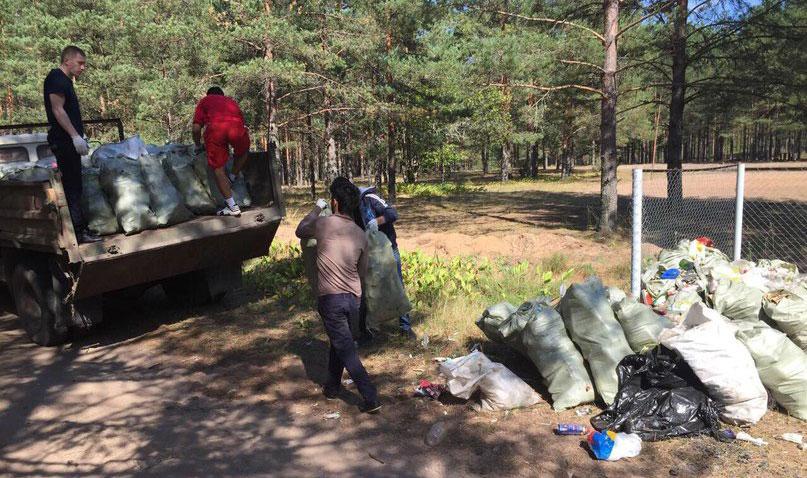 Экологическое движение ЗА ЧИСТЫЙ БЕРЕГ г..Псков. Акция по уборке. август 2015. Вывоз мусора